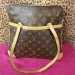 Louis Vuitton~  Monogram, Structured, Flat Square  Dble Handle, Outside Pocket. For Sale