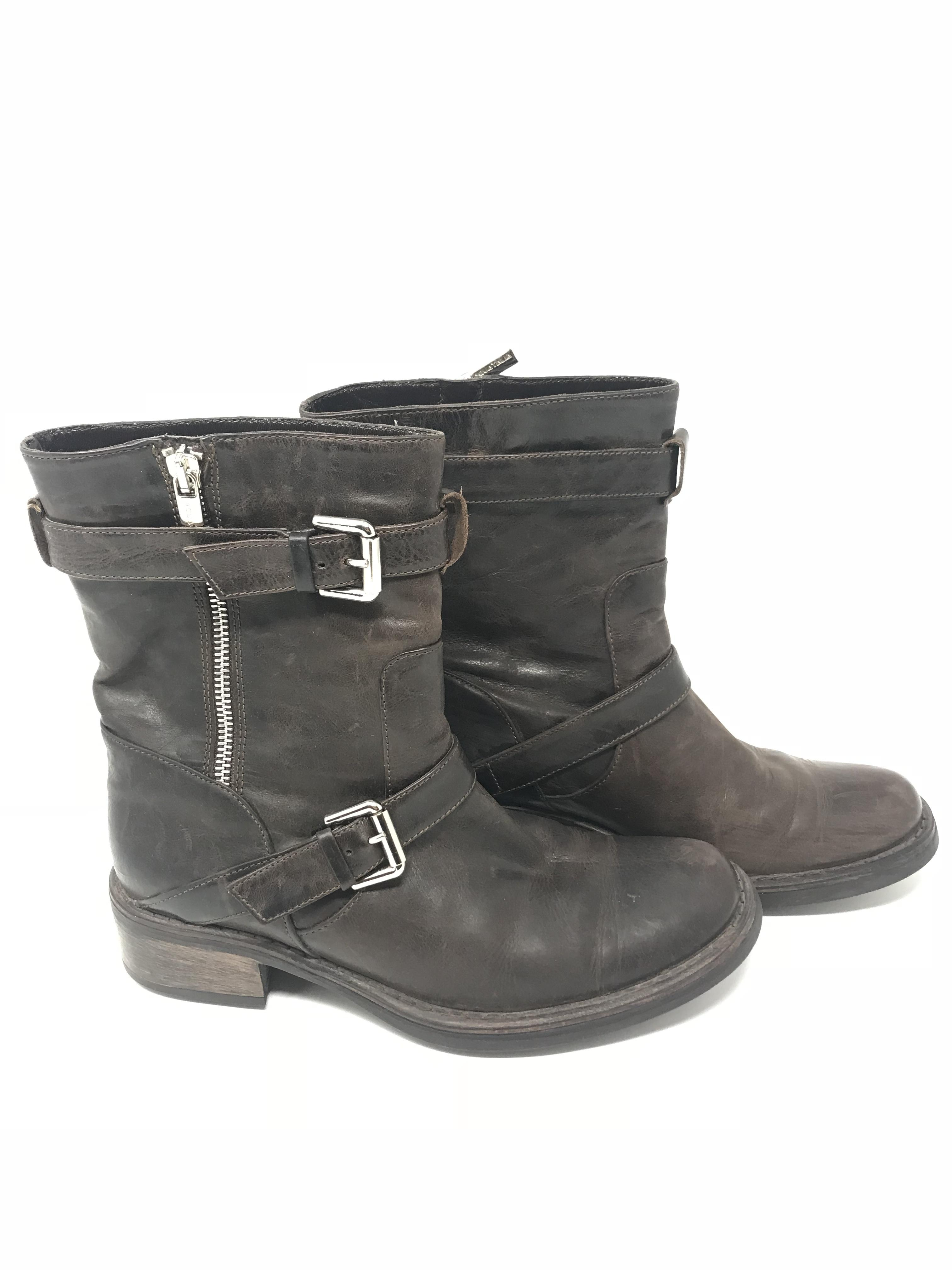 Brown boot Shoes Price: $98.99