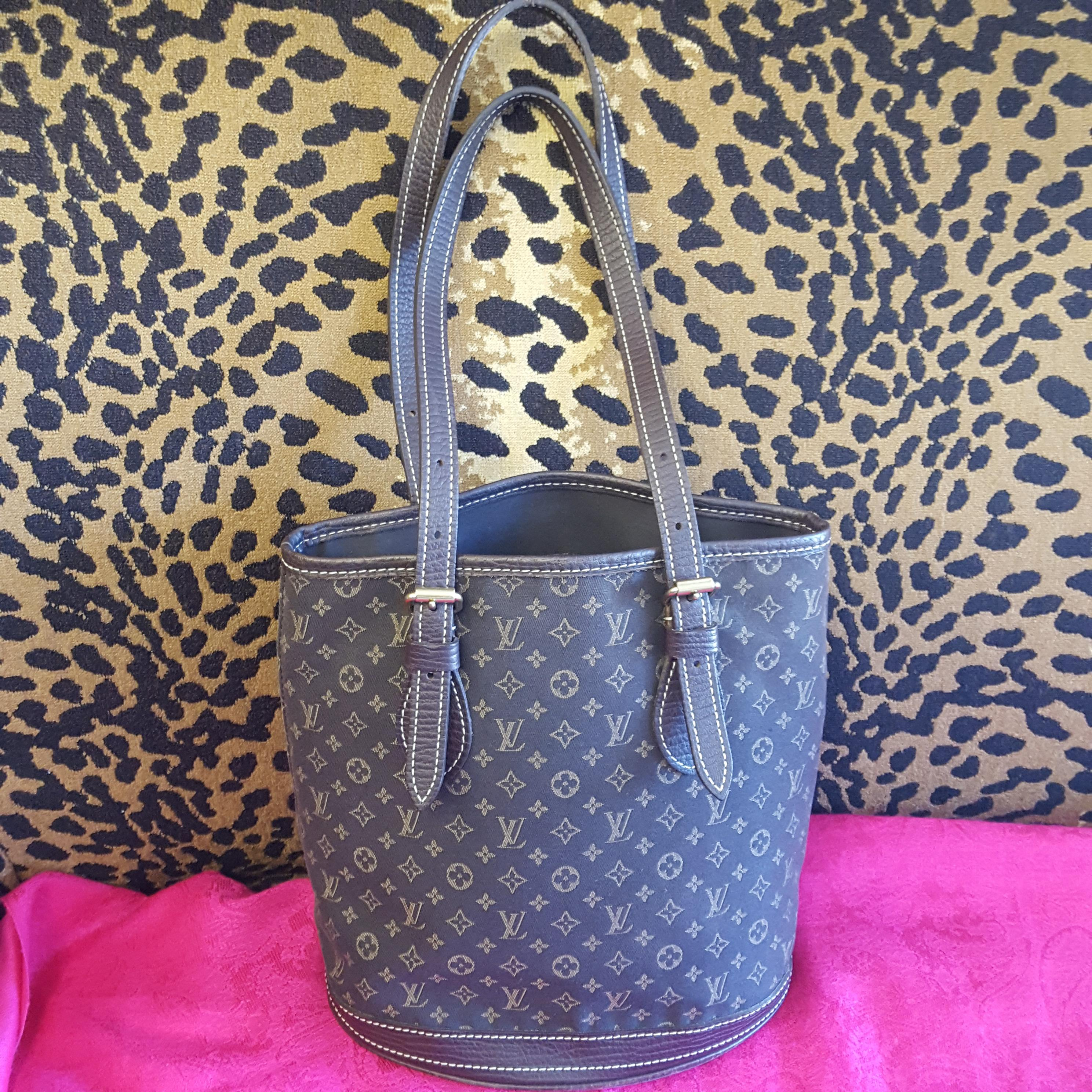 Louis Vuitton~ Buckets/ Pouchette, Purses, Handbags Price: $589.99